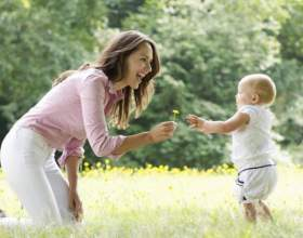 Когда можно ставить ребенка на ноги: факты, мнения врачей и рекомендации фото