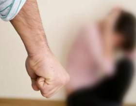 Когда муж может ударить свою жену, это нормально? фото