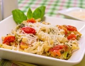 Куриное филе с макаронами, брокколи и овощами фото