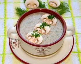 Легкий крем-суп из шампиньонов фото