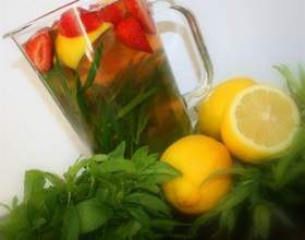 Лимонад с мятой, клубникой и тархуном фото