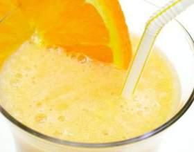 Молочный коктейль с апельсиновым соком и мятой фото