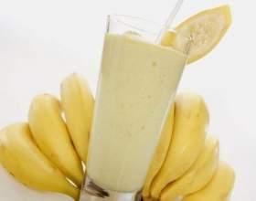 Молочный коктейль с бананом и мороженым фото