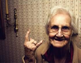 Можно ли дарить бабушке айфон фото
