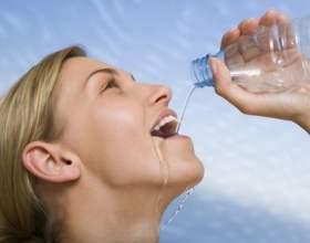 Можно ли пить воду во время тренировки фото