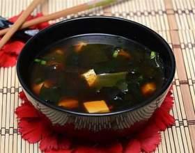 Огуречный суп с водорослями комбу и грибами шиитаке фото