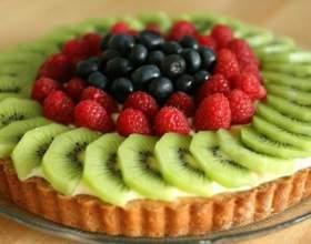 Песочный пирог с ягодами и заварным кремом фото