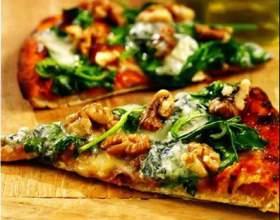 Пицца с голубым сыром и шпинатом фото