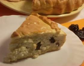 Пирог с творогом и черносливом из готового теста фото