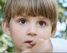 Почему дети грызут ногти фото