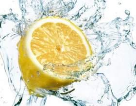 Почему так важно пить лимонную воду по утрам? фото