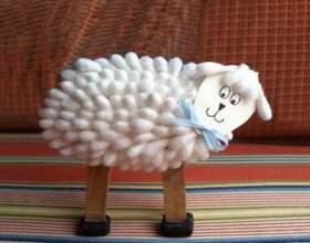 Поделки к новому году: коза из ватных палочек фото