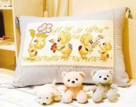 Подушка с вышивкой фото