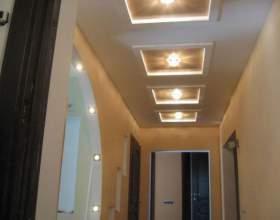Потолок в коридоре: какие выбрать? фото