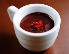 Пряный горячий шоколад с перцем чили фото