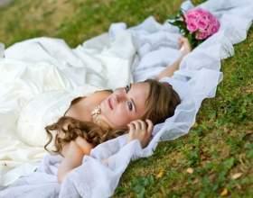 Продажа свадебного платья: практичность или дурная примета фото