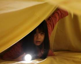 Ребенок боится темноты фото