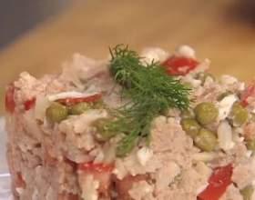 Салат из печени трески с помидорами и рисом фото