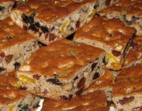 Сдобный пирог с сухофруктами фото