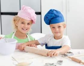 Семейное чаепитие как метод приучить ребенка помогать маме фото