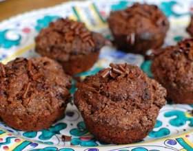 Шоколадные маффины с черешней фото