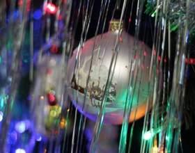 Дождик на елку: как украсить праздник фото
