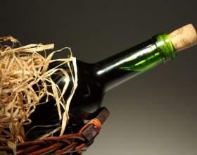 Как открывать бутылку вина без штопора фото