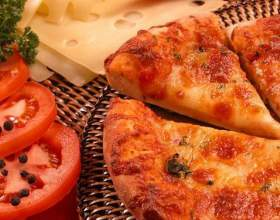 Как приготовить пиццу с колбасой и грибами фото