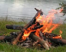 Как разжечь костёр без спичек фото