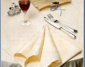 Складываем салфетки на столе: как правильно фото