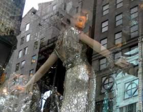 Как украсить витрину магазина фото