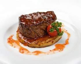 Стейк из говядины с трюфельным соусом фото