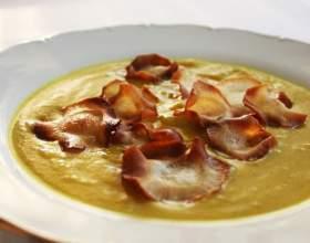Суп-пюре с овощными чипсами фото