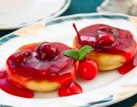 Сырники с вишневым соусом фото