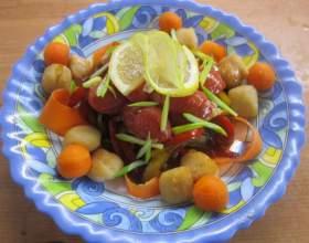 Теплый салат с гребешками фото