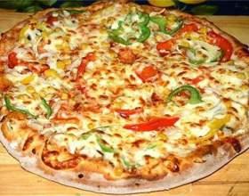 Закрытая пицца с консервами фото