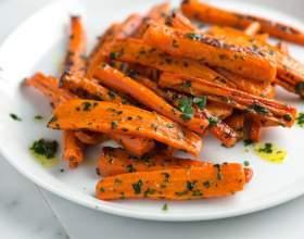 Жареная морковь с петрушкой в масле фото